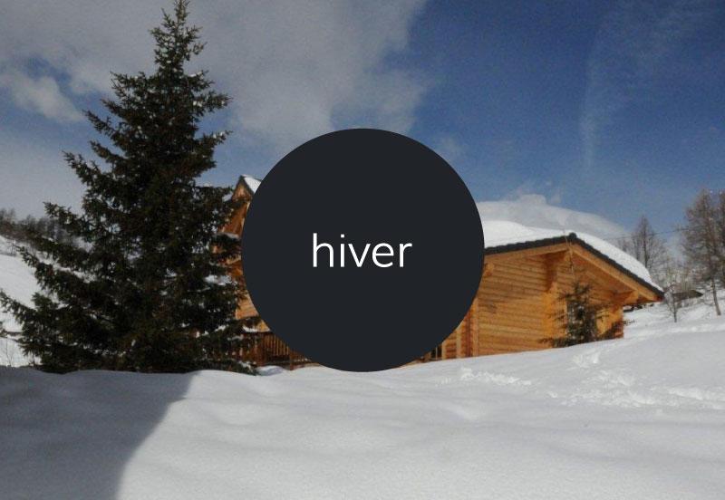 Paysage hivernale dans le chalet à la montagne dans le village de Roubion