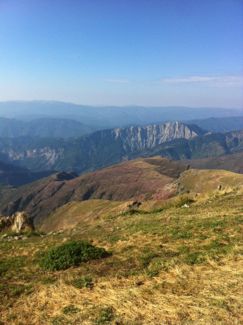 Saison estivale dans le Mercantour avec le chalet de montagne Teck & Tonka